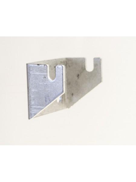 Кронштейн для креления торговых сеток к стене металлическое