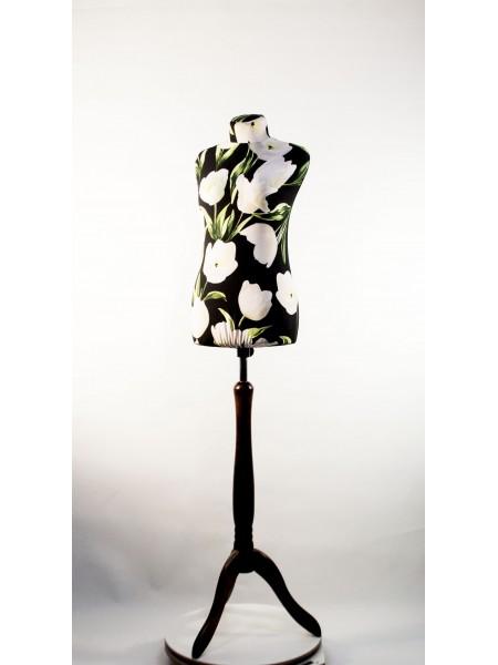 Манекен Любовь 42 дизайнерский в весеннем чехле с белыми тюльпанами на  деревянной треноге