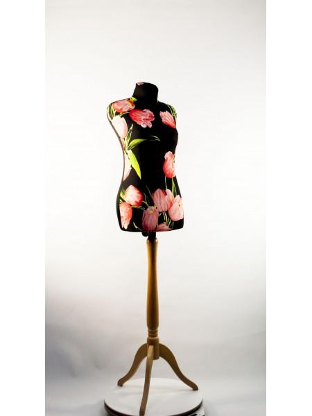 Манекен Любовь  дизайнерский в весеннем чехле с  тюльпанами на  деревянной треноге